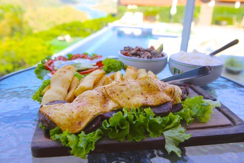 Comidas típicas do Nordeste - Pratos típicos do Nordeste - Culinária do Nordeste do Brasil, Tapioca, Carne de Sol com Queijo Coalho, Acarajé, Camarão
