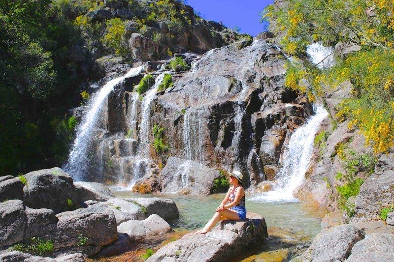 Cascatas e lagoas na região de Montalegre