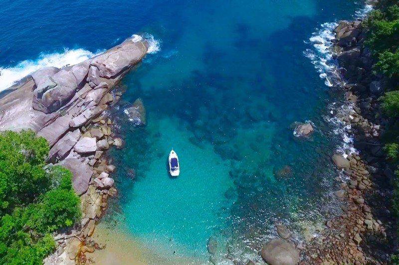 Melhores passeios de barco na Ilha Grande. Confira os valores das lanchas, escunas, horários dos passeios, onde ficar a dormir e como chegar na Ilha Grande.